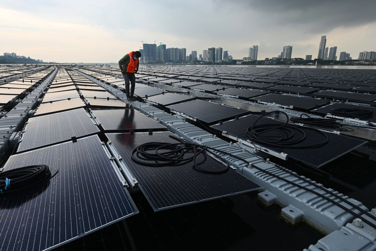 singapore builds huge floating solar farm out at sea in bid to tackle climate crisis - Singapore builds huge floating solar farm out at sea in bid to tackle climate crisis