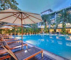 Andaman Beach Suites Hotel is locationed at 60/12 Rat Uthit Song Roi Pee Rd.
