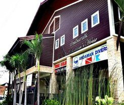 Andaman House is locationed at 62 Prabaramee Rd.