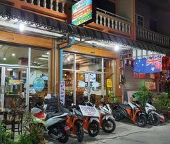 Andaman Sea Guesthouse Patong is locationed at 207/14-15 Rat-U-Thit Rd. Soi Andaman Square in Patong on Phuket island. Amenities include: Wi-Fi