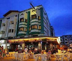 Angus O'Tool's Irish Pub Guesthouse is locationed at 516/20 Patak Road