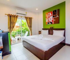 Baan Yuyen Karon Guesthouse is locationed at 489 Patak Road
