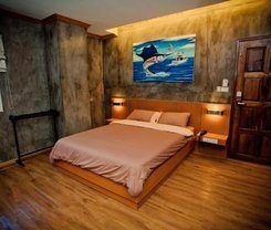 Chaphone Guesthouse is locationed at 183/76 Phang Nga Rd.