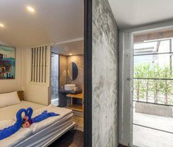 Feel Good Hostel is locationed at 92 Phang-nga Road