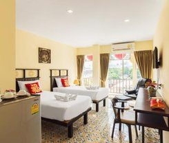 Le Hua Hotel is locationed at 19/27-28 Montri Rd.