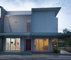 Lin House is locationed at 115/3 Soi Kokkham 2
