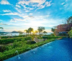 Paripas Patong Resort is locationed at 230 Rat Uthit 200 Pee