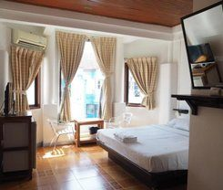 Relax Guesthouse is locationed at 143/24-25 Rat-U-Thit 200 Pee Rd
