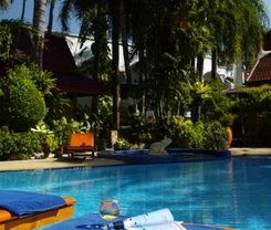 Safari Beach Hotel is locationed at 136 Thaweewong Road