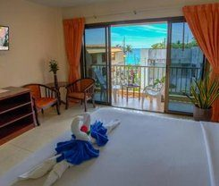 Seven Seas Hotel is locationed at 3 Soi Phrabaramee 4