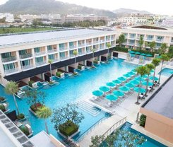 The Bay and Beach Club is locationed at 33/1 Thaweewong Road in Patong on Phuket island. Amenities include: Laundry service