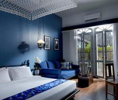 The Memory at On On Hotel is locationed at 19 Phang-Nga Road