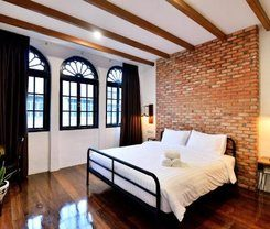 The Rommanee Classic Guesthouse is locationed at Krabi
