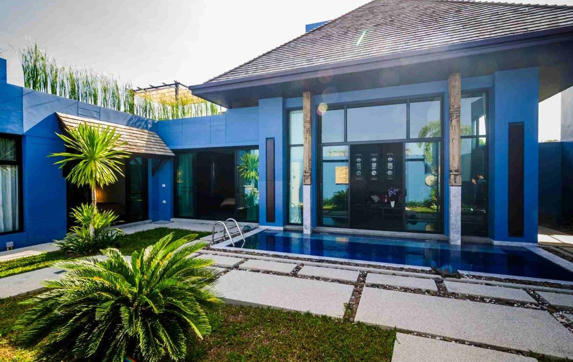 This 2 bedroom / 2 bathroom Villa for sale is located in Bangtao on Phuket in Thailand