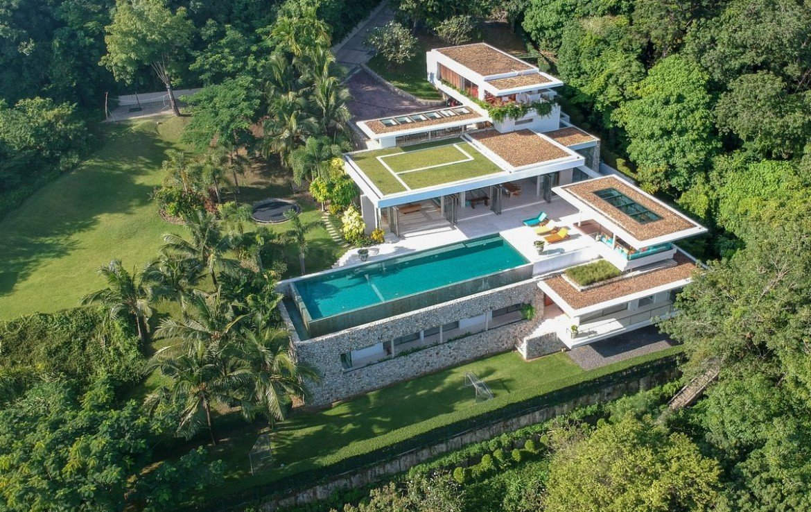 5 bedroom / 5 bathroom Villa in Cape Panwa is available for sale, or re-sale.