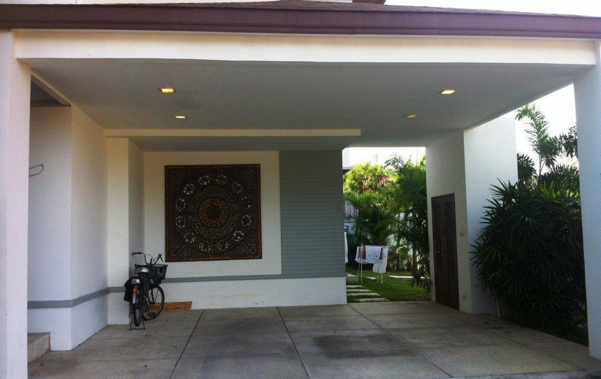 3 bedroom / 4 bathroom Villa in Kamala is available for sale, or re-sale.
