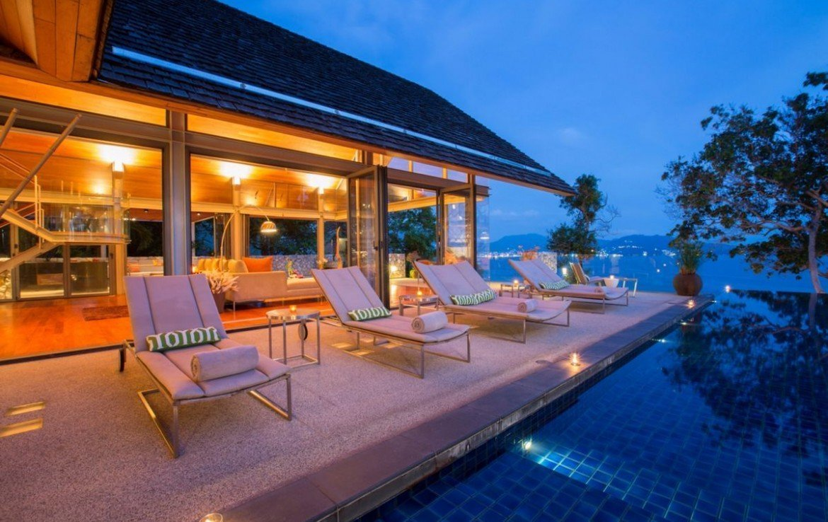 6 bedroom / 6 bathroom Villa in Kamala is available for sale, or re-sale.