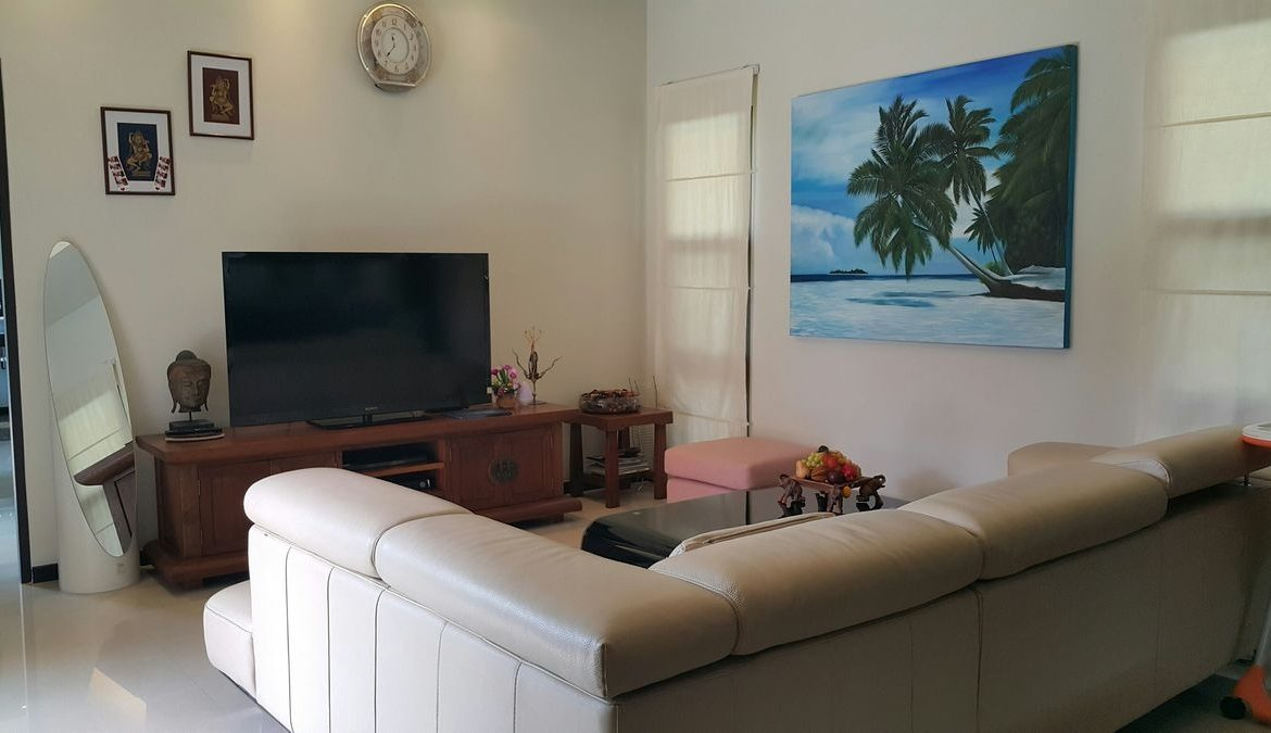 3 bedroom / 3 bathroom Villa in Nai Harn is on the market for sale, or re-sale.