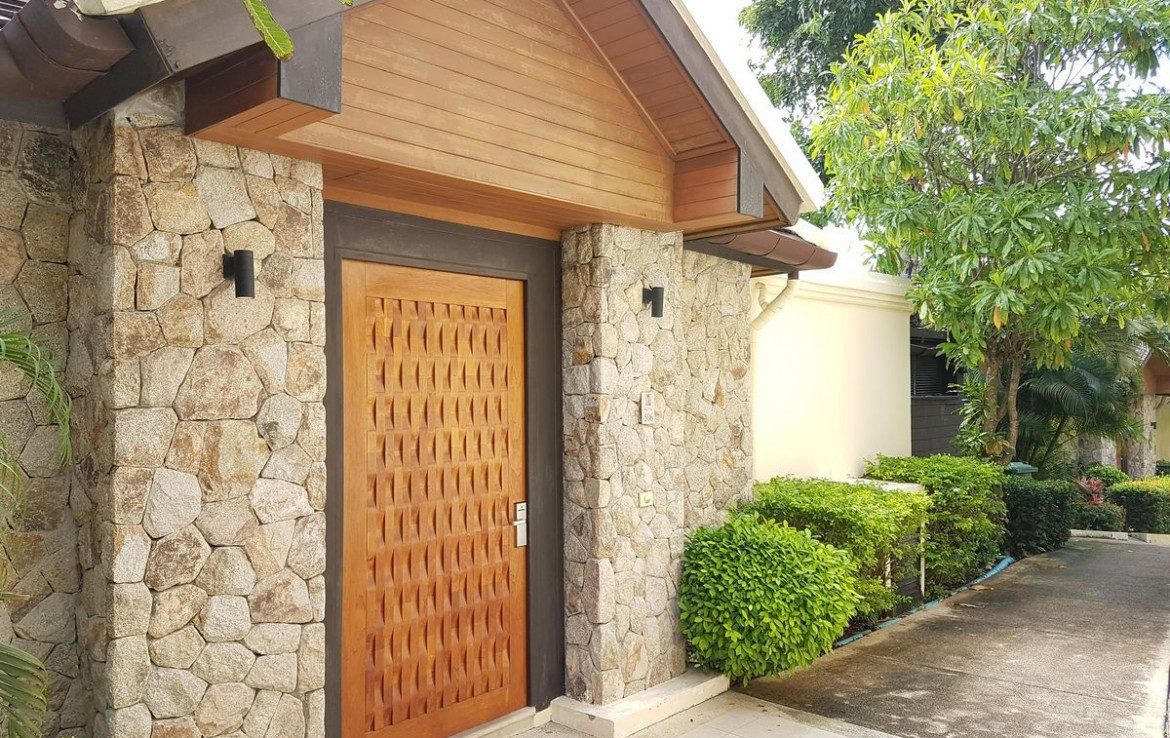 This 4 bedroom / 3 bathroom Villa for sale is located in Patong on Phuket in Thailand