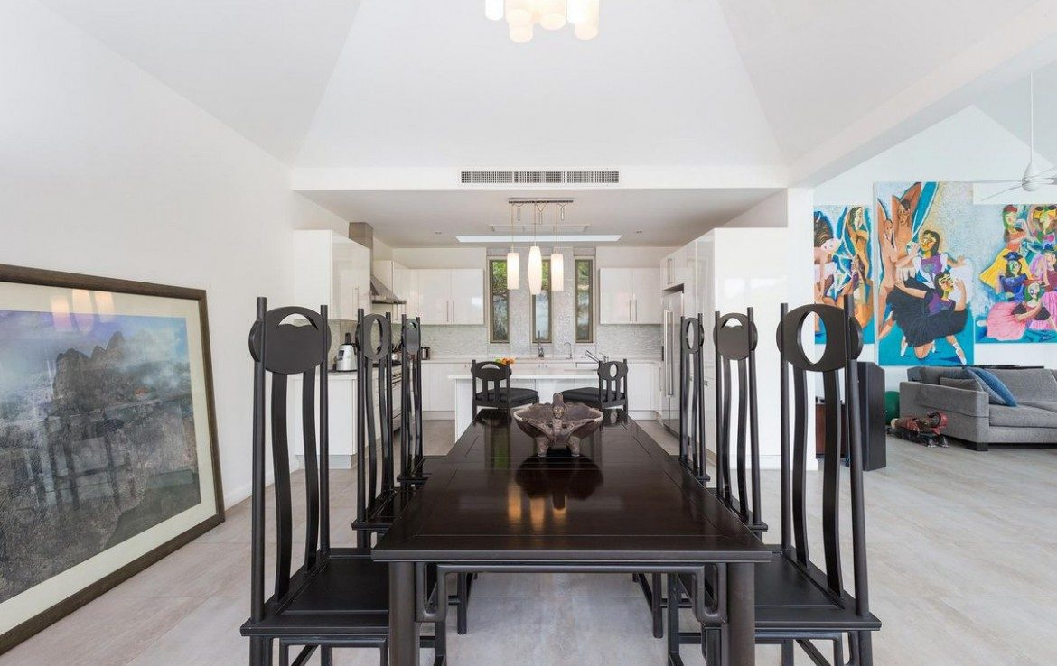 4 bedroom / 6 bathroom Villa in Patong is on the market for sale, or re-sale.