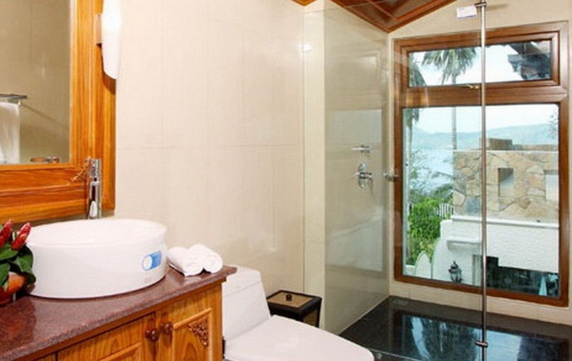 This 5 bedroom / 6 bathroom Villa for sale is located in Patong on Phuket island